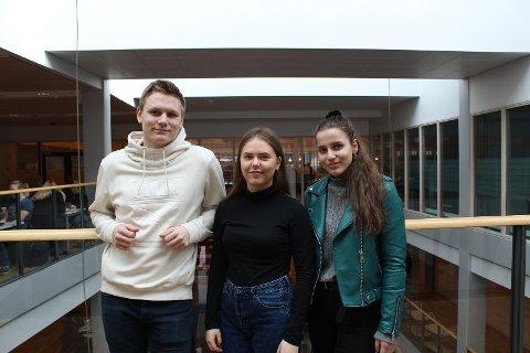 RUSS OM VAKSINE: Jørgen Woldengen (19), Hedda Olimb (18) og Maria Hansen (19) synes vaksine mot smittsom hjernehinnebetennelse kunne vært gratis.
