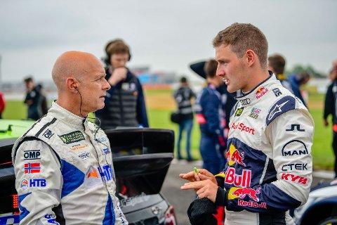 TOMMY RUSTAD: Tommy Rustad (til venstre) i samtale med Andreas Bakkerud.
