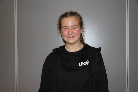 LEDET AN: Emmy Nikoline Strømnes var konferansier under showet.