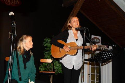 Til Granavollen: Aino Aasland Tveit og Hege Bålsrød fra Horten viser og annet er to av visesangerne publikum vil møte på konserten i Mariakirken.