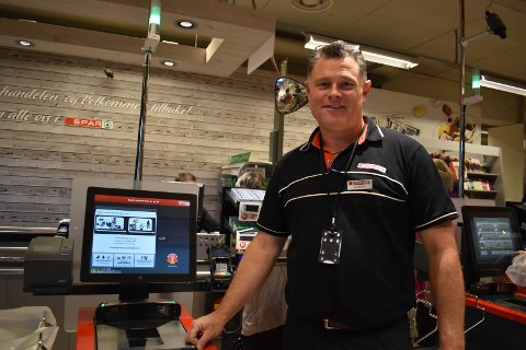 KJEFT: - Jeg har aldri fått så mye kjeft i mitt voksne liv, sier butikksjef Roy Morten Lereng ved Sparbutikken på Smietorget i Gran.