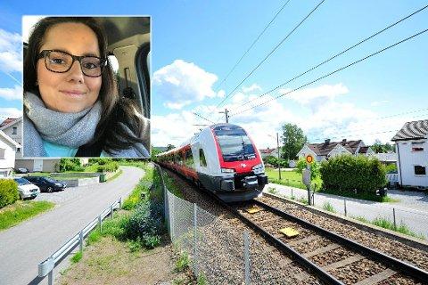POSITIVT: Maria Fossum-Strøm, leder i Reinsvoll vel, er svært fornøyd med at det er foreslått penger til krysningsspor på Reinsvoll i statsbudsjettet for 2020.