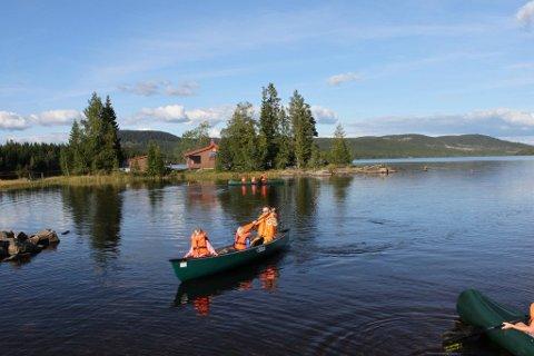 HADELAND: Erna Solberg anbefaler danskene å ta turen til Norge. Det er mange flotte turistmål på Hadeland. Her fra kanopadling på Vassbråa