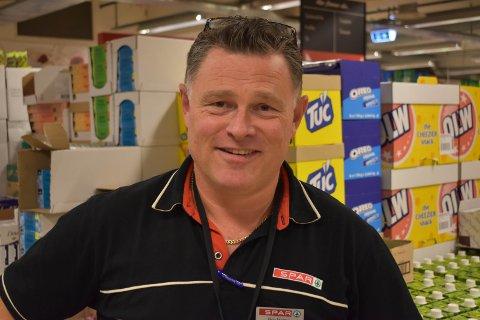 BUTIKK: Butikksjef Roy Morten Lereng ved Spar på Smietorget trives best ute i butikk hvor han møter kundene.