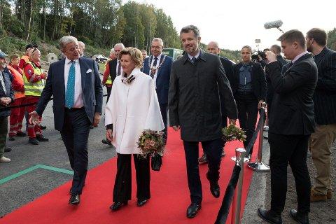 KISTEFOS: Dronning Sonja åpnet i september The Twist, som eies av Christen Sveaas (til venstre). Også kronprins Frederik av Danmark var til stede under åpningen.