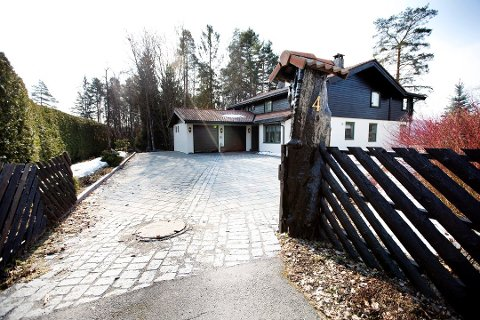NYE UNDERSØKELSER: Politiet vil torsdag og fredag gjennomføre nye undersøkelser i ekteparet Hagens enebolig i Sloraveien.