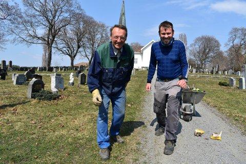 KLARE: Åge Lindahl (til venstre) og Morten Nygård er spreke kirketjenere som gleder seg til løpesesongen starter.