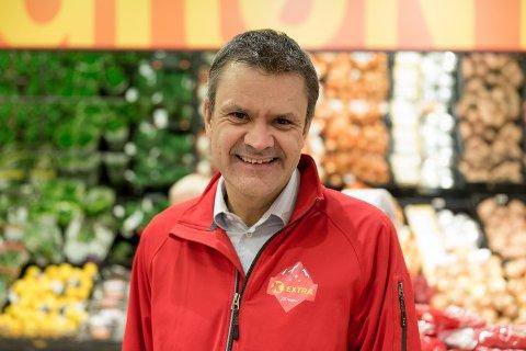 PRISKRIG PÅ 17. MAIVARER: – Konkurransen om å ha de laveste prisene er knallhard, men vi har lovet våre kunder at vi skal være med i krigen for billigst mulig mat, sier kjededirektør Christian Hoel hos Extra.