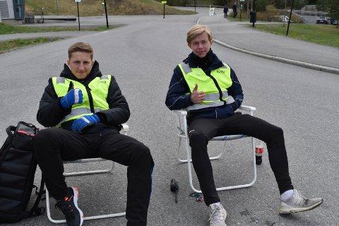TIL Å STOLE PÅ: Disse gutta sørger for at bilistene havner på rett sted. Fra venstre: Henrik Ekera Hoff og Christian Sommerstad Stenerud.