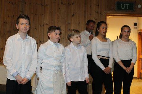 Dessertgruppa: Soussjef Krystian L. Gil, Tom Erik K. Haga, Adrian Moen, Sara A. Gravsrønningen og Hannah Angelica Ekeberg.
