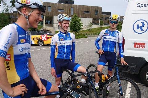 OPPGITT: - Dette var livsfarlig, sier jevnakersyklisten Sondre Midtsveen (til venstre). Her sammen med lagkameratene Mathias Skretteberg og Andre Heggø i Ringerike Sykkelklubb.