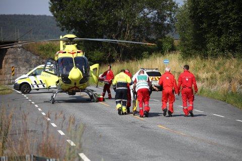 ALVORLIG SKADD: En MC-fører som kolliderte med autovernet på E16 i Jevnaker, har pådratt seg alvorlige skader melder politiet. Han ble fløyet til Ullevål sykehus med luftambulanse.