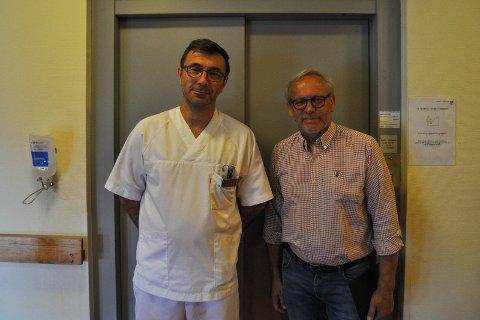 LAR DEN STÅ: Helsefagarbeider Dani Milic tar ikke heisen mer enn absolutt nødvendig. Ordfører Willy Westhagen prøvde ikke heisen under besøket på Skjervum, selv om den ikke har stoppet på en måned.