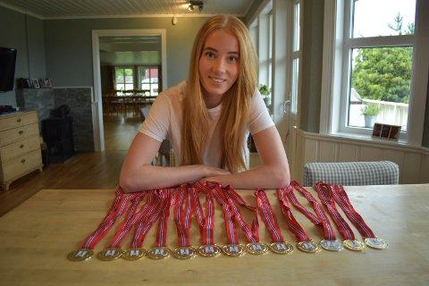GULL: Solveig Sæthre med noen av NM-gullene hun har sanket de siste åra.