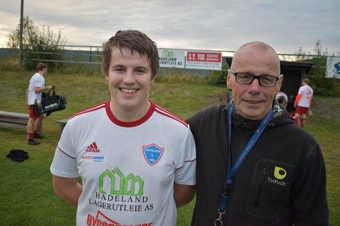SMIL: Målscorer Vetle Dynna fikk ros av pappa Rune etter kampen.