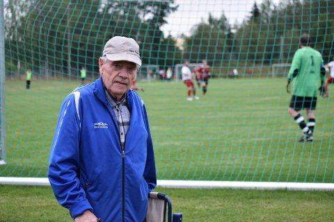 TROFAST: Arne Sørlie fra Vestre Gran var med og bygget Grymyr Stadion i 1962.