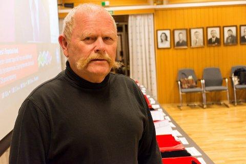TILBAKEGANG: Geir Olsen var travelt opptatt som medlem i valgstyret på valgkvelden. Som toppkandidat for Høyre måtte han tåle å se at resultatene ikke var slik han ønsket.