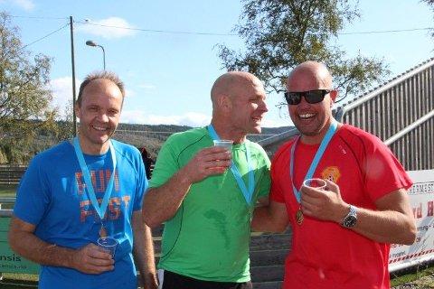 ETTERPÅ: God stemning etter målgang. Fra venstre: Tor Christian Heier, Dag Erik Raastad og Sigurd Holt.