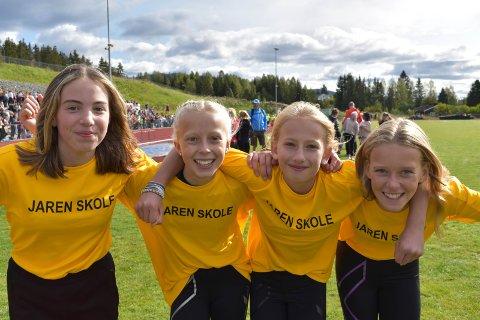 VANT: Jaren skole vant stafetten i jenteklassen. Fra venstre: Martine Ringheim, Ida Granåsen Petersen, Thia Dyrud og Tuva Westhagen.
