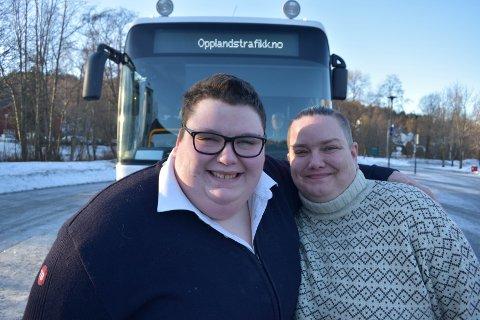 EKTEPAR: Kjærlighetens veger er uransakelige. Margrethe Aasby Bismo (til venstre) og Trude Aasby Bismo fant kjærligheten på bussen.