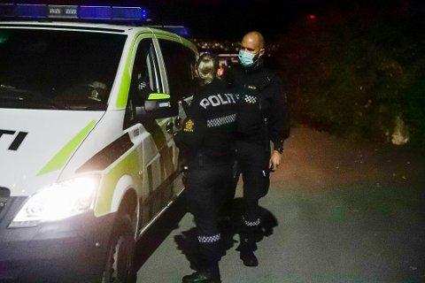 FYSISKE SPERRER: Politiet i Innlandet setter opp sperremateriell på grenseovergangene.