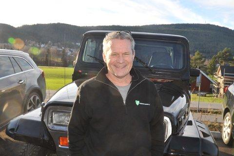 REPUBLIKANER:Thomas Robinson er på valgdagen i USA innom SjekkPunkt bilverksted i Hakadal for å hente sin gamle Jeep, som har vært på EU-test.