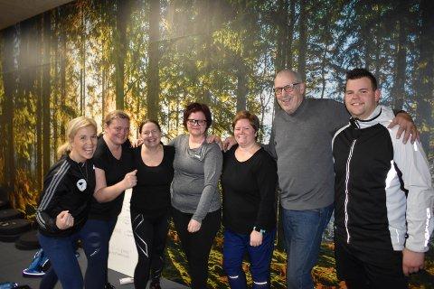 GLAD GJENG: SportyHadeland er ferdig med sin første økt på Sportygaarden på Jaren. Fra venstre: Instruktør Anne Marte Sneve, Anne Britt Achim, Bente Natvig, Tonje Skillebekk Bjøraltlien, Nina Romsaas Rundhaugen, Torstein Dynna og Joakim Myrvang Gruer.