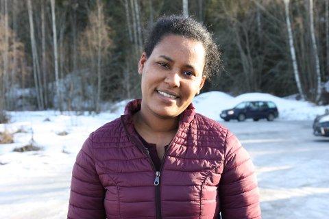 LURT: Zewdi (31) mener tiltaket om stenging av skoler og barnehager er lurt. – Vi vil det beste for barna våre.
