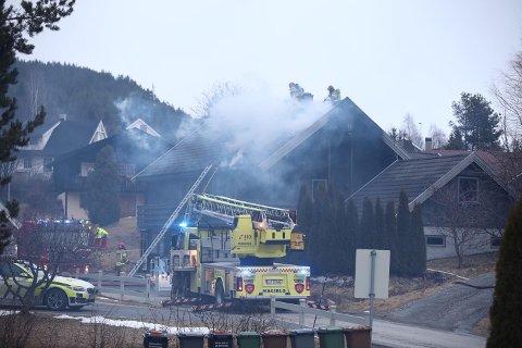 Kontroll: Brannvesenet har kontroll på brannen.