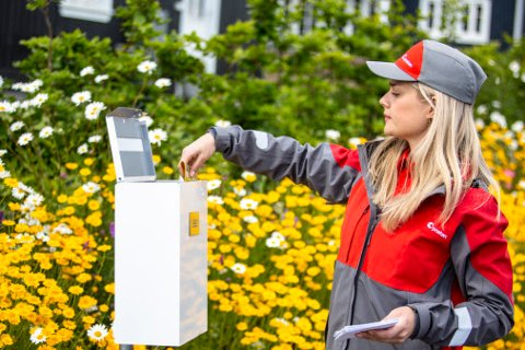 POSTBUD: Nå kan du sende brev og småpakker fra din egen postkasse uten å måtte betale ekstra for tjenesten. Foto: Petter Sørnæs