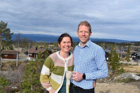 UTSIKT: – Ekteparet Stein Magnus og Henriette Olafsrud falt veldig for utsikten da de kjøpte sin andre hytte på Lygna.