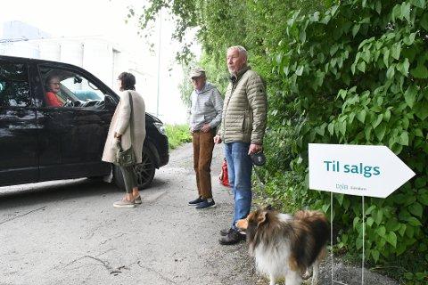 EVAKUERT: Eva Mikkelsen, Per Einar Holm, Ove Mikkelsen og Charm måtte forlate hjemmet sitt.