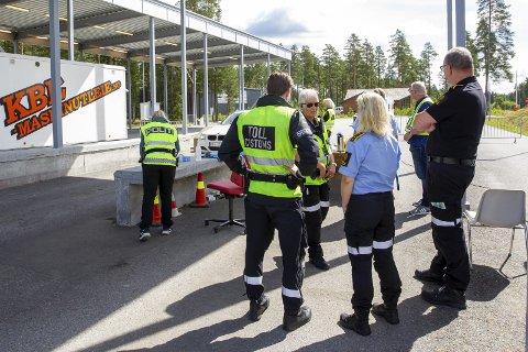 Døgnet rundt: 80 tjenestemenn og kvinner deler på å vokte grensa på Magnormoen kontrollstasjon.Bilder: Kjell R. Hermansen