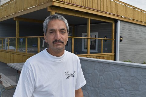 TØFF SOMMER: Amjid Hussain fra Grymyr har pusset opp kroa både inne og utvendig, men ble skremt da helsa sviktet i sommer.