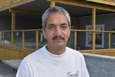 SKAL VASKE: Amjid Hussain skal bruke den kommende uka på å vaske ned lokalene, og åpner ikke igjen før fredag eller lørdag neste helg.