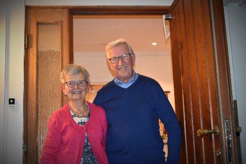 VELKOMMEN INN: Per og Olaug Wien har hatt mange venner og familie på besøk i de 57 årene ekteparet har bodd på småbruket på Sandli.