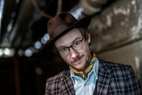 PERSONLIG ADAM: Adam Douglas er klar med nytt album, et personlig sådan. – Det føles ganske enkelt helt riktig, sier norskamerikaneren på Harestua.