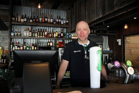 Krevende: Eier og daglig leder på Låven bar på Sjusjøen, Erik Lindstad. Bildet er tatt ved en tidligere anledning.