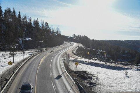 FORANDRET: Utsikten når du kommer ut av Skarettunnelen er forandret, etter at mye skog i området er fjernet i forbindelse med veibyggingen.