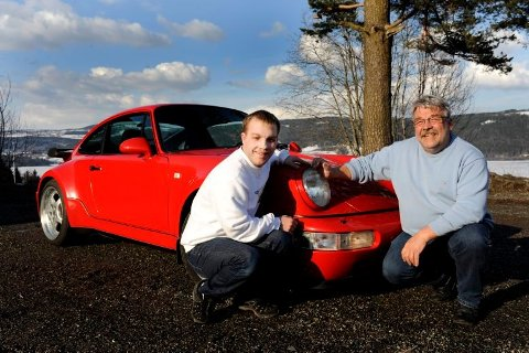 Jo-Morten og faren var stolte eiere av bilen i 2010. Nå har bilen blitt TV-kjendis.