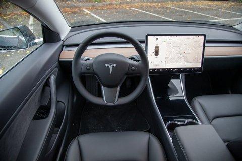 TOPPER: Dette var den mest populære nye personbilen både nasjonalt og lokalt i mars: Tesla Model 3.