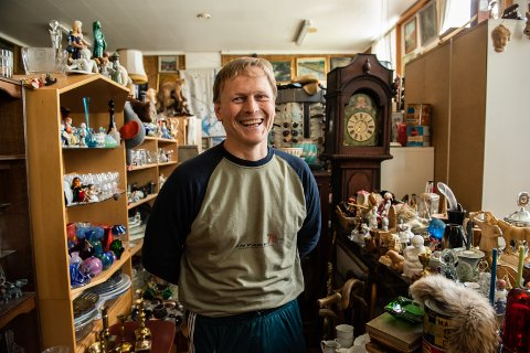 DET MESTE: Geir Lien driver Grei Handel som holder til i bygget Njardarhov og her finnes det meste.