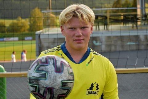 TILBAKE: Etter to år på Hamar vender unggutten Aksel Berg Sandin tilbake, med hodet hevet høyt. – Det var en opplevelse, sier han.
