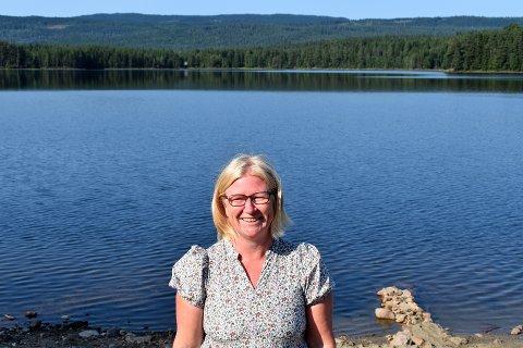 SVØMT PÅ LANGS: Sprekingen Nina Vestby Gabrielsen har svømt Harestuvatnet på langs i sommer.