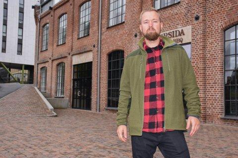 FORNØYD: Stian Kragholm Olsen er fornøyd med å ha sikret seg lokaler i Arnemannsveien. Selv mener han det er et av de råeste lokalene i Hønefoss.