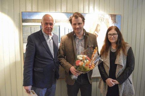 En diagnose?: Glenn M. Skibsted, her flankert av Stein Willoch Mathisen og Kristin Søhoel, beskriver malervirksomheten sin som en diagnose.