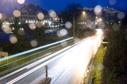 VÅTT: Regnet kommer til Østfold i løpet av natt til tirsdag.