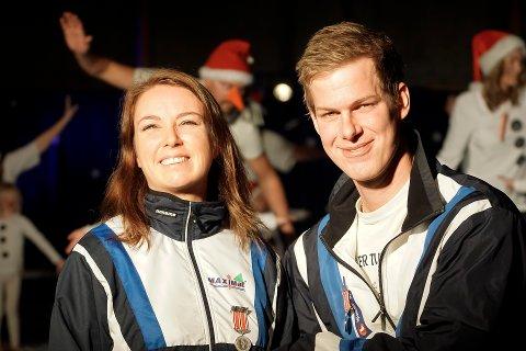 Christine Moe Klingstrøm og Sølve Falck-Pedersen ble hedret med Fredrikshalds Turnforenings fortjentsmedalje i sølv.  Foto: Henrik Sætra