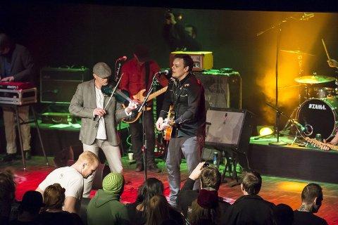 Rocker jula inn: Eivind Stensrud (tv) og Christian Sandaker er frontfigurer i henholdsvis Belfast Express og Gringo Bandido. Banda inngår i Folk i Haldens førjulskonserter.  ARKIVFOTO: STEINAR ØYSTAD