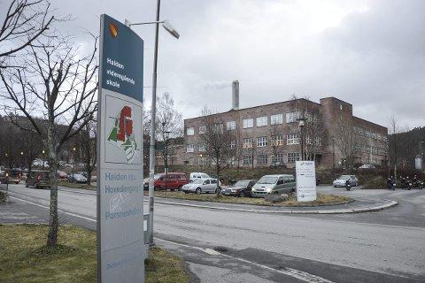 Skolelokaler her? Halden videregående skole er i dialog med Norske Skog Saugbrugs om å leie seg inn i de gamle fabrikklokalene.